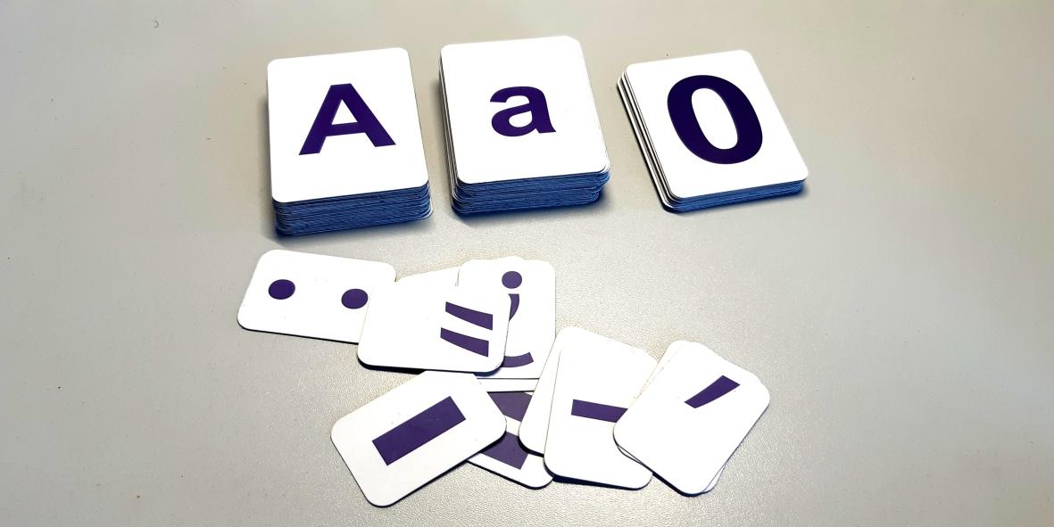 Магнітні букви і цифри